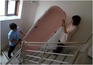 訪問入浴介護の作業 浴槽運搬